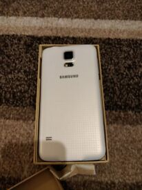 Samsung S5 in white unlocked and boxed