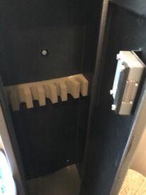 Gun Cabinet holds 7 guns