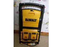 DeWalt DC022 work light charger