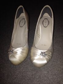Size 5 debut wedding shoes