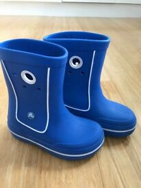 Great pair of Crocs wellington boots size 1, blue.