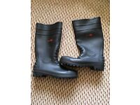 Men's sz 9 steel toe Black Rock work boots, Welles...as new