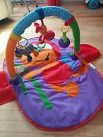 Travel tummy time play mat