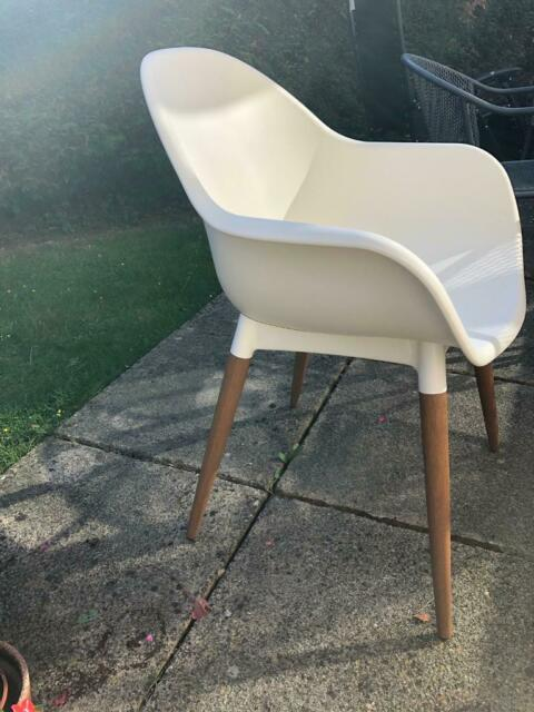 Magnificent 6X White Plastic Chairs With Wooden Legs In High Wycombe Buckinghamshire Gumtree Ibusinesslaw Wood Chair Design Ideas Ibusinesslaworg