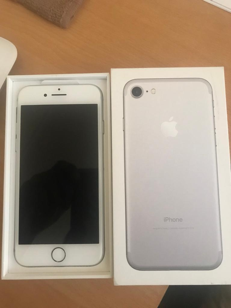 Iphone 7 128gb simfree like new under warranty
