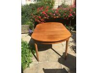 Solid wood Nathan extendable retro dining table