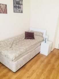 1 Single Room available in a 3 bedroom flat, £300 per month including all the bills