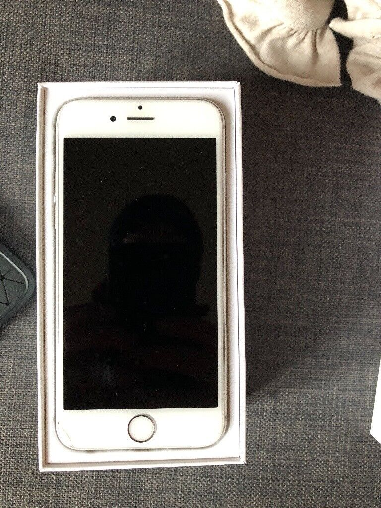 Iphone 6 Silver with charging cable small cosmetic damage UNLOCKED