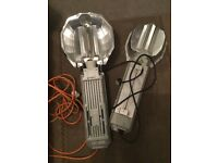 Two hydroponic lights with bulbs and built in balasts