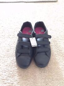 Lonsdale black ladies trainers size 5.5 in box used once