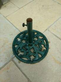 Solid cast iron parasol stand