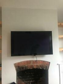43 inch pioneer plasma tv and media receiver with wall bracket