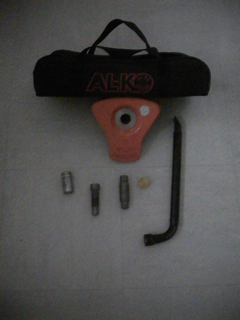 Wheel Lock AL-KO Secure No22 like new with original bag fits Bailey Senator amongst others, complete