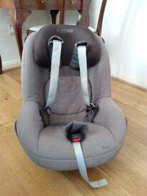 Maxi Cosi isofix base and Pearl car seat