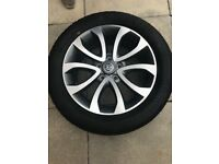 Brand New Nissan Juke Tekna alloy wheel and tyre.