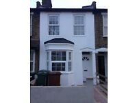 ENSUITE Double Room (Forest Gate) in a Beautiful House with big living room and garden - NO FEE
