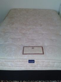 Double bed with Divan Base - DELIVERY AVAILABLE