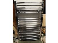 Curved chrome towel rail 800x500