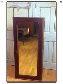 Stunning Victorian mahogany wooden shelved unit with mirrored front.