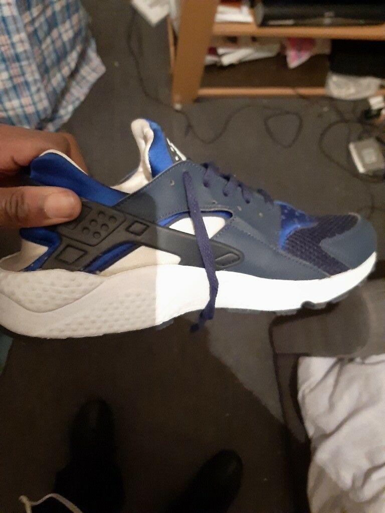 9f6a2065a99d2 Nike Blue Huaraches SIZE 8 FOR SALE MUST GO