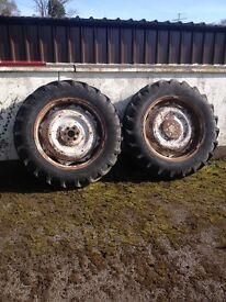 Ford 4000 wheels