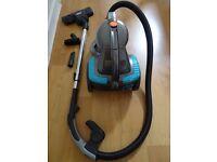 Bagless vacuum cleaner - like new!