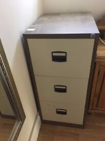 3 drawer metal filing cabinet with lock & keys