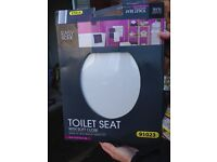 unused soft close toilet seat (still in origenal packaging)