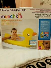 Inflatable safety duck bath, like new