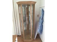 Display cabinet with light pick up only £25