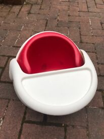 Mamas and papas baby snug red. With play tray. Bath seat for free