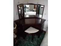 Stag Minstrel Mahogany Dresser, Drawers & Head Board