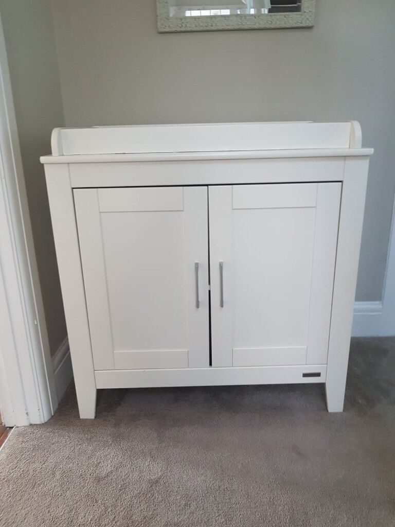 Mamas and Papas white changing unit / table