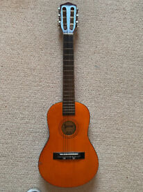 Kids Classical Guitar - Lauren 10N