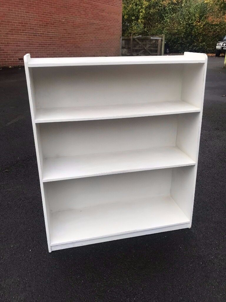White painted book shelve 30in W x 35in H x 10in D - Perfect condition, ready to collect