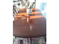 Reduced: Perfect Table & 6 Dining Chairs