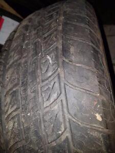 2 pneus d'hiver 195/65/15 Snowtrakker Radial ST/2, 35% d'usure, 8-8/32 de mesure.