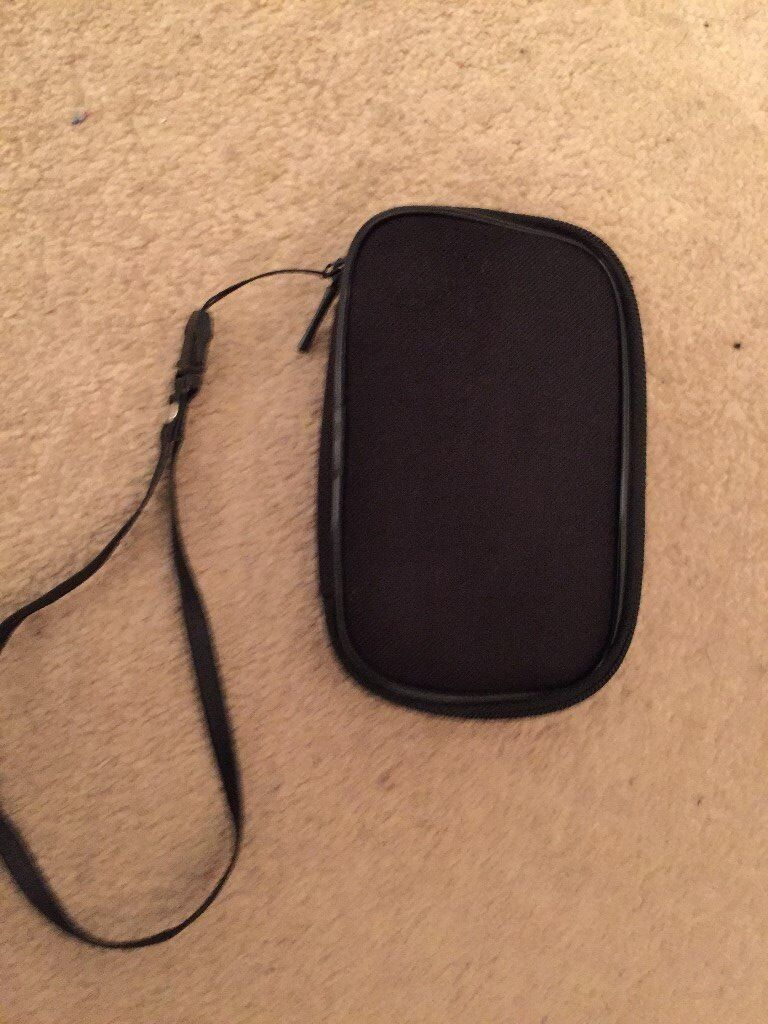 Game expert carry case with hand strap
