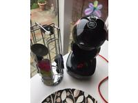 Dolce gusto coffee machine and holder for coffee