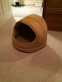 Pet bed Cat / Minature Dog, great condition!