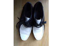 pair of black golf shoes black and whiite size 10