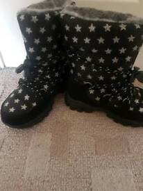 Thinsulate Snow boots Size 11 from M&S