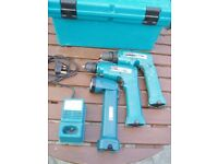 Makita cordless twin drill pack and torch
