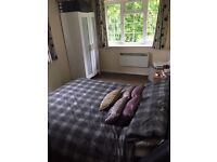 Beautiful 2 bed spacious apartment prime location with parking