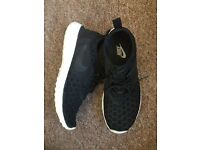 Nike Juvenate Trainers in black for running/fashion size 5
