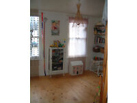 ROOM FOR RENT IN A SHARED HOUSE WITH BEAUTIFUL GARDEN