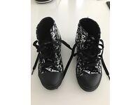 Girls size 3 Heelys