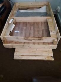 Whelping box's