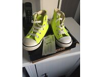 New unisex converse trainers size 7 **summer colour**
