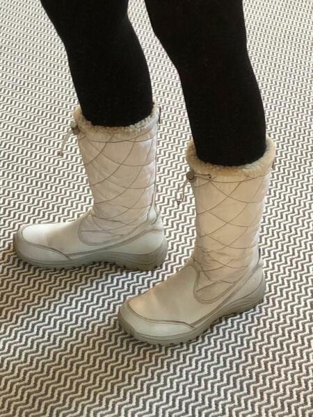 UGG white snow boots ladies (UK size 6.5) , used for sale  Bramhope, West Yorkshire